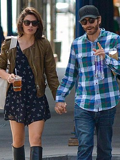 Jake Gyllenhaal splits from young girlfriend