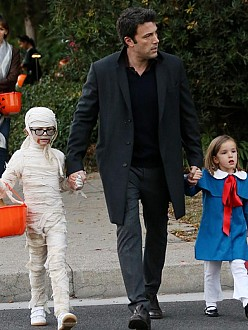 Ben Affleck with his daughters