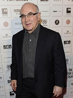 Bob Hoskins dead of pneumonia at age 71
