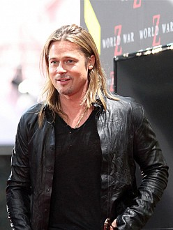 Brad Pitt tips lucky waitress $700