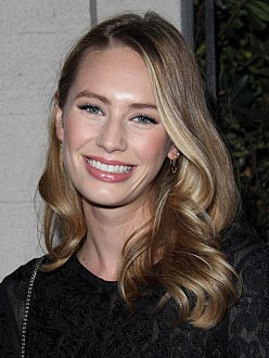 Dylan Penn dating 'Vampire Diaries' star