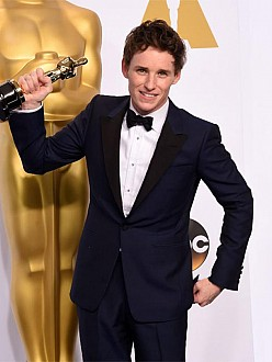 Eddie Redmayne with his Oscar