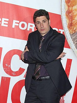 Jason Biggs' wife welcomes son