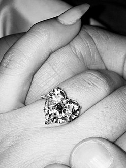 Lady Gaga's engagement ring (c) Instagram