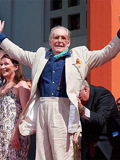 Tributes pour in for Peter O'Toole