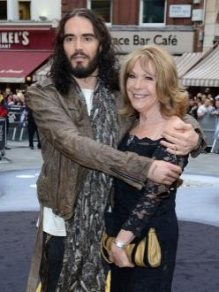 Russell Brand`s mother said not to buy gun