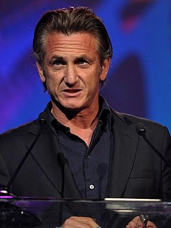 Sean Penn: Charlize is a 'keeper'
