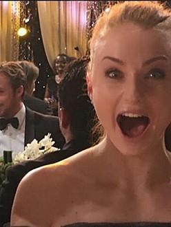 sophie turner sneaks ryan gosling selfie 171 celebrity