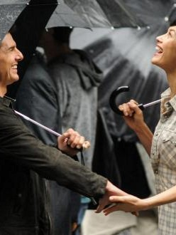 Tom Cruise and Olga Kurylenko on Oblivion set