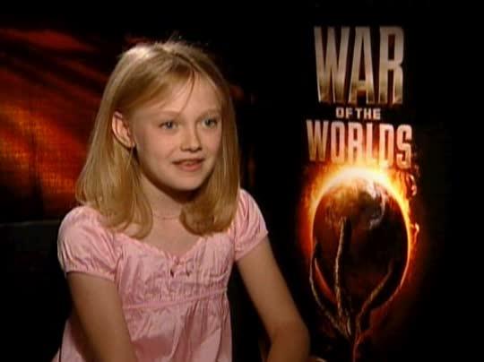 DAKOTA FANNING - WAR OF THE WORLDS Interview (2005 ...