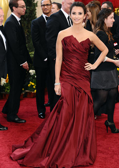 Penélope Cruz donned a red Donna Karan