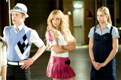 High school musical 3 senior year hits theaters