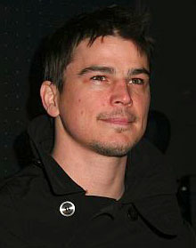Josh Hartnett plastered at fashion show