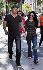 Brian Austin Green and Megan Fox strolling through Yorkville