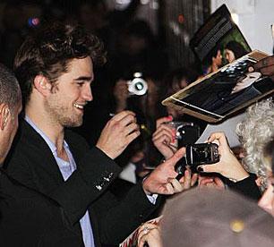 Rob Pattinson signing autographs