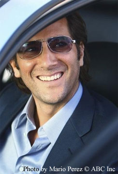 Henry Ian Cusack as Desmond Hume