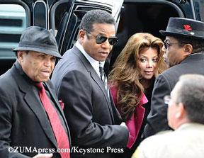 Joe, Marlon, La Toya, and Tito Jackson arrive at court