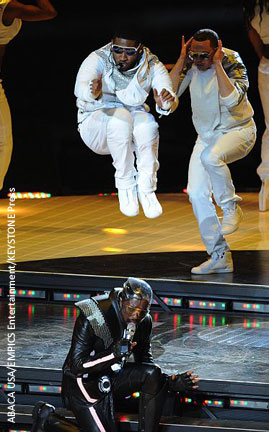 Usher jumps over The Black Eyed Peas' Will.i.am