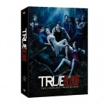 True Blood's Mariana Klaveno talks blood and fangs!