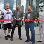Robert Englund and Lance Henrikson cut the ribbon to kick off Fan Expo
