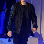 Bieber lights up London amidst baby daddy woes