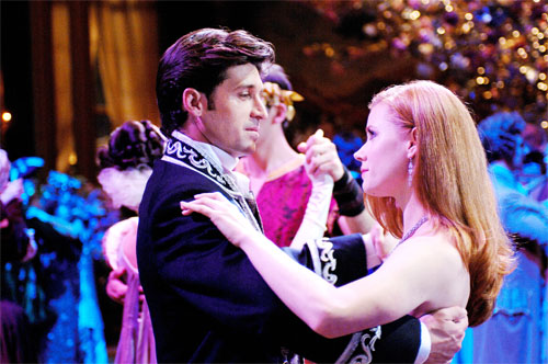 A fairytale princess is banished to the real world by an evil queen. Landing in the bustling streets of Manhattan, Princess Giselle (Amy Adams) meets a divorce lawyer whom she quickly begins falling for. But with her heart promised to a prince back in storybook land, Giselle must decide whether to stay in this world […]