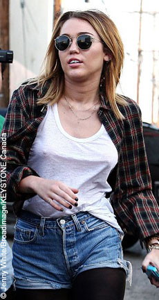 Miley Cyrus Licks X Rated Birthday Cake 171 Celebrity Gossip