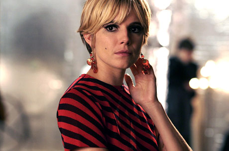 Edie Sedgwick (Sienna Miller), a Cambridge art student, drops out and moves to New York, where she meets pop-art guru Andy Warhol (Guy Pearce). Warhol asks her to play a part in one of his underground movies. Sedgwick quickly gains popularity and international attention, but her relationship with Warhol and his eccentric friends draw her […]