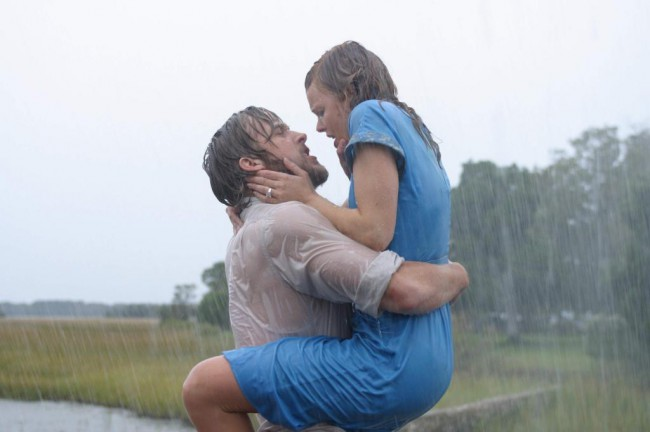 Noah Calhoun (Ryan Gosling) falls in love with 17-year-old Allie Hamilton (Rachel McAdams), whose family is visiting for the summer. Allie's parents don't approve of the relationship and take her home early. When Noah's letters to Allie go unanswered, he fears that he's lost her.