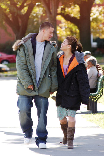 Tyler (Channing Tatum), a street dancer who has had trouble with the law is sentenced to 200 hours of community service at an arts school. While mopping floors he catches sight of Nora (Jeanna Dewan Tatum), a ballet student. When he notices she's trying to re-vamp her routine by incorporating hiphop, he decides to help […]