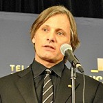 Viggo Mortensen wrapped his Genie in a Habs flag