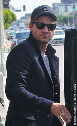 Jeremy Renner denies gay rumor « Celebrity Gossip and ...