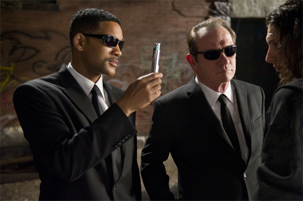 Equipped with their signature shades, this team of mysterious Men In Black (Tommy Lee Jones and Will Smith) catches destructive extraterrestrial life before they have a chance to wreak havoc on earth.