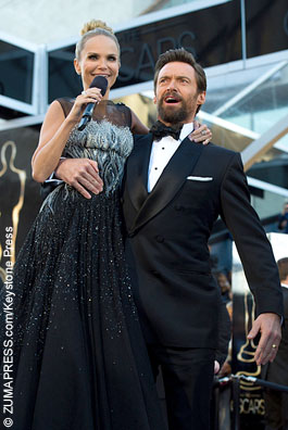 Hugh Jackman lifts up Kristen Chenowith on the red carpet