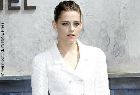 There are several reasons why people find Kristen Stewart annoying. Some are turned off by her social awkwardness and rebellious attitude. Some use her as a pawn for their hatred towards the vampire franchise, Twilight. Some are Team Edward fans who are bitter that she cheated on co-star/former boyfriend Robert Pattinson in real life. Others […]