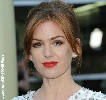 Red-haired beauty Isla Fisher was born in Oman and lived for a short time in Scotland before her family settled in Perth when she was six. Isla got her first big break in the '90s as part of the ensemble cast of the Australian soap opera, Home and Away. In the 2000s, Isla pursued her […]