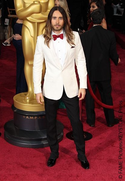 Oscar winner Jared Leto chose to rock a dapper white tuxedo by Saint Laurent along with a carmine silky bow tie. We must say, this white tux is a sure winner on the red carpet!