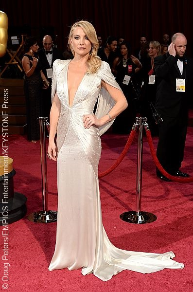 Kate Hudson wore a jaw-dropping silver Atelier Versace gown that made her the belle of the ball. The deep plunging neckline and side-swept locks simply added to her picture-perfect look.