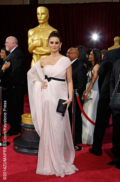 This red carpet regular usually gets it right but fell short at this year's Oscars. The 39-year old actress  seemed to mistake the Academy Awards for a toga party. She donned a powder pink Giambattista Valli Haute Couture gown, accented with a black ribbon at the waist.