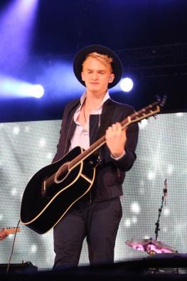 Cody Simpson plays his popular songs