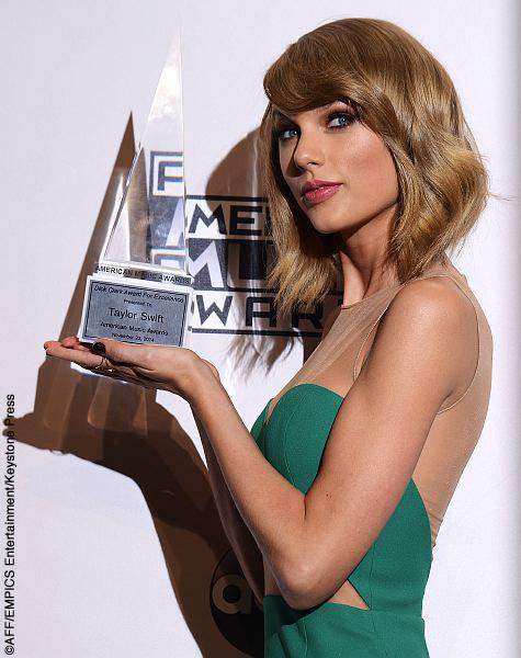 Taylor-Swift-AMAs-credit