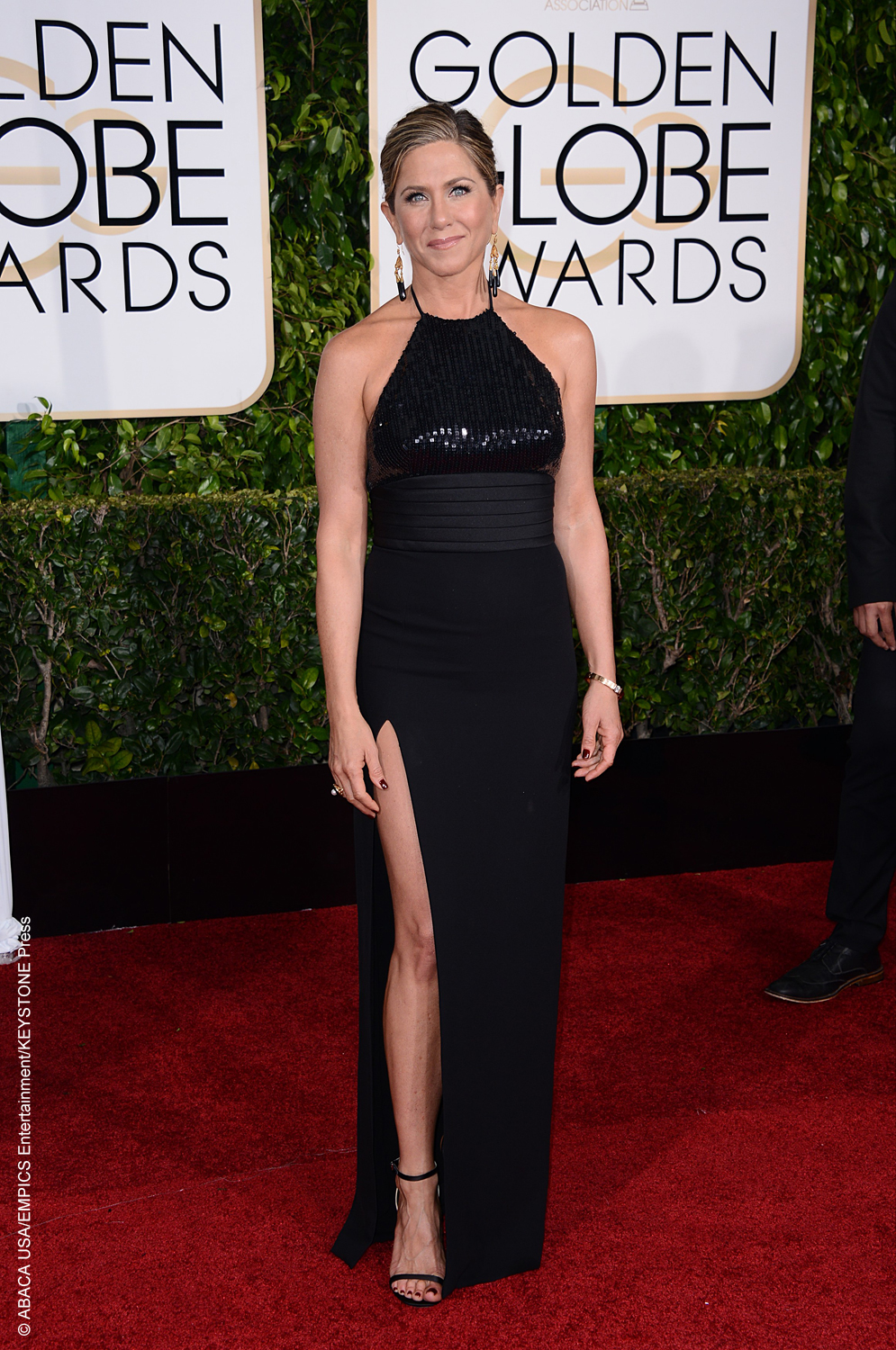 She may not have won Best Actress in the Motion Picture – Drama category for her amazing performance in Cake, but Jennifer Aniston wowed on the red carpet in a black, backless Saint Laurent gown with a long slit. Her jewelry was by Neil Lane and she wore her hair elegantly swept up. An all-around […]
