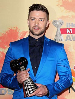 justin-timberlake-with-his-innovator-award-173601
