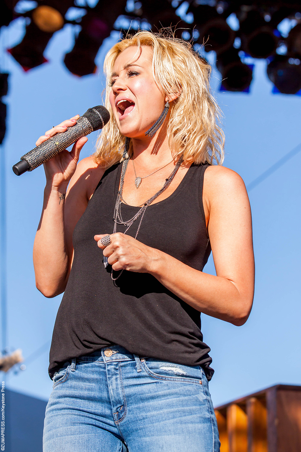 Kellie Pickler was 19 when she auditioned forAmerican Idolin its fifth season. She was one of judge Simon Cowell's favorite contestants due to not only her talent, but her innocence and small town ways. The sweet Southern country singer came in sixth place on the show and has since released four albums. Her first one, […]