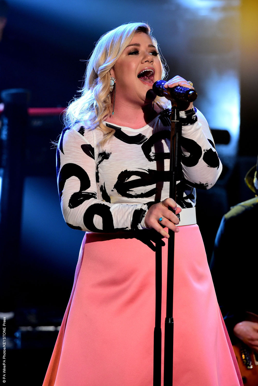Kelly clarkson celebrity gossip and movie news for How many kids does kelly clarkson have