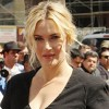 Kate Winslet: Make-up is 'liberating'