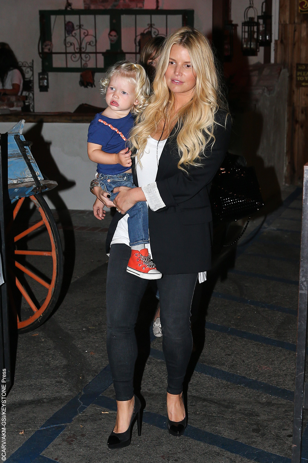 Maxwell Johnson, whose father is professional football player Eric Johnson, is identical to her mom Jessica Simpson. The cutie has her mother's golden locks and pout.