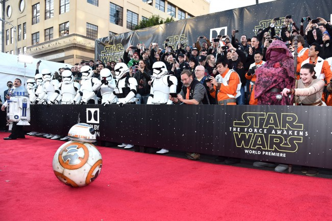 The new little droid, BB-8, plays a big role in Star Wars: The Force Awakens and fans were thrilled to see him on the red carpet.
