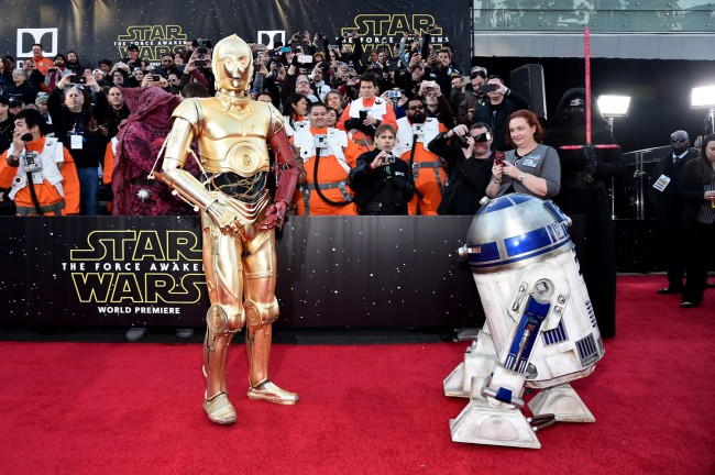 C-3PO and R2D2 joined forces on the red carpet, to the delight of the fans who'd waited hours to see the stars arrive.