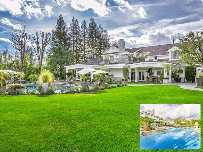 "Would you consider Hidden Hills, California a ""block""? Jennifer Lopez's $17 million, 17,129 square-foot, three-acre estate is located in the trendy and private city of Hidden Hills within Los Angeles. With a total of nine bedrooms and thirteen baths, the home's master suite takes up the entire second floor south wing and consists of a […]"